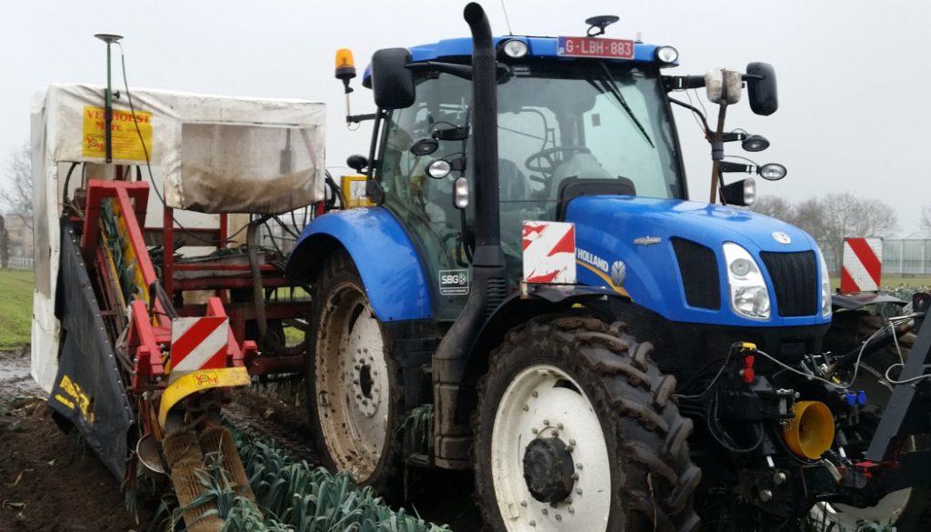 Culture des poireaux tracteur New Holland